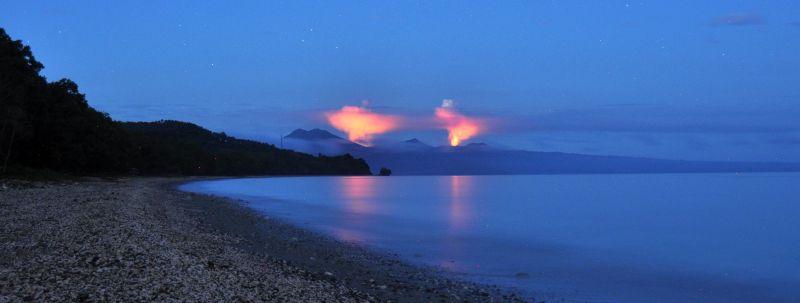 die beiden Feuersäulen von Ambrym (von Wali Bay aus)